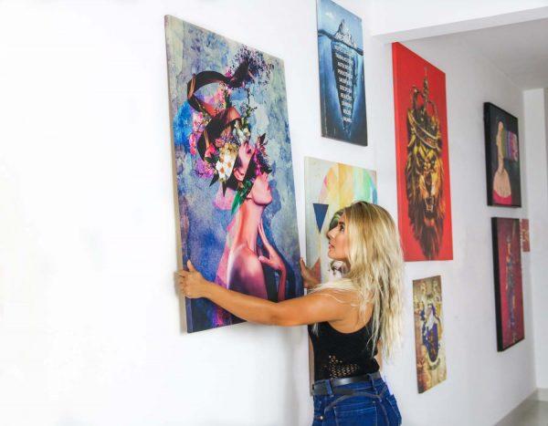Quadro decorativo A Mulher Geométrica na parede em tela
